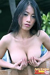 Patty Oraphan Fondling Her Big Breasts In Tub